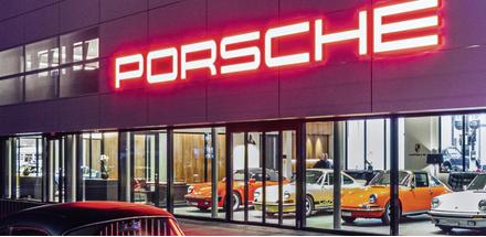 Le projet reprend le corporate design de la célèbre marque automobile Porsche